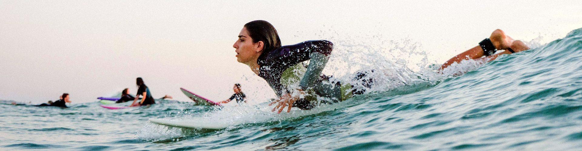 Práctica en la escuela de surf de Le Pin Sec
