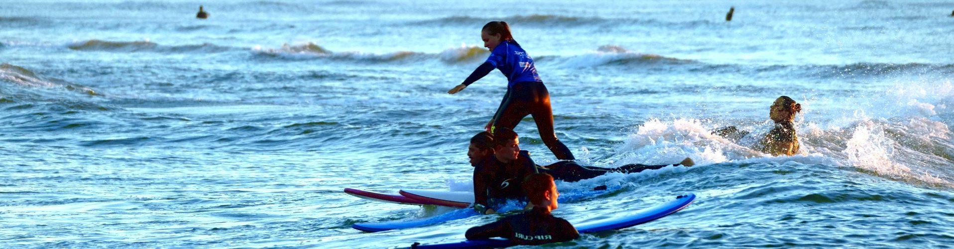 Escuela de surf junior en Las Landas