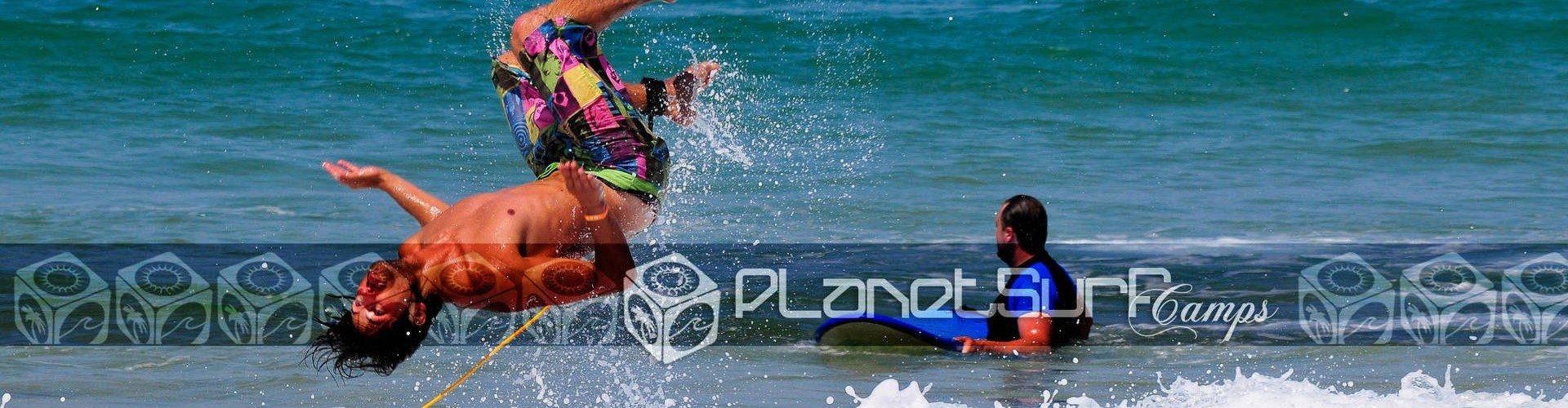 surfista saltando al agua
